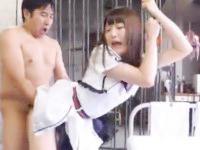 童顔な清純系スレンダー美少女を広いセットのスタジオで服を着させたまま突きまくる素人オジサマ達のセックス JavyNow女性のための無料 H 動画