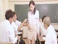 ムータン/黒田悠斗 イジメにあっている可愛い男子を助けたらクラス中の男子生徒からエッチな罠を仕掛けられちゃう美人な女教師 erovideo女の子のための無料アダルト動画