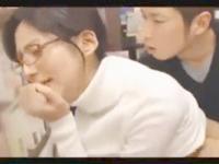 大沢真司 本屋で立ち読みしてる若いお兄さんを誘惑して店内でこっそりエッチしちゃう大胆過ぎる美人店員 erovideo女性のための無料H動画