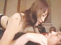 奥村友真 夫が自宅に招いた後輩男性を気に入り夜這いして誘惑しちゃう肉食系美人妻の不倫セックス erovideo女性向け無料AV動画
