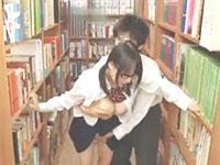 藍井優太 図書館で同級生男子と制服をはだけてエッチしちゃう大胆なメガネ女子校生 erovideo女の子のための無料アダルト動画